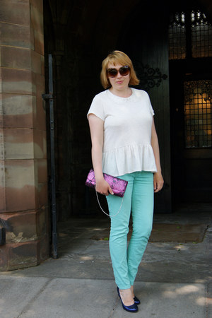 cream top - deep purple heels - sky blue skinny jeans pants