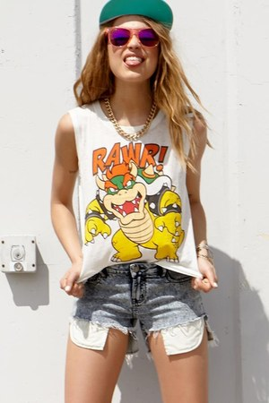 rawr top - hat - shorts - raybans sunglasses