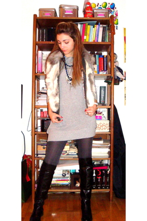 gray Fornarina sweater - black boots - celectino jacket - Calzedonia stockings -