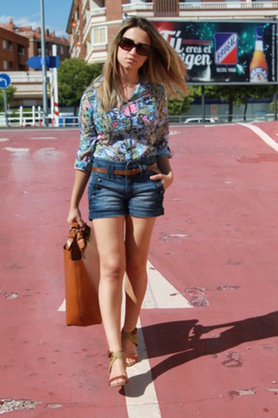 Stradivarius shirt - Zara bag - Stradivarius shorts - Ralph Lauren sunglasses