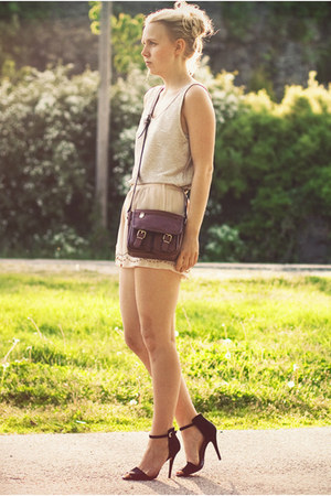 beige H&M shorts - brown Secondhand purse - beige BikBok top