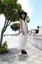 ivory Zara dress - black Urban Outfitters hat - gold Uterque bag