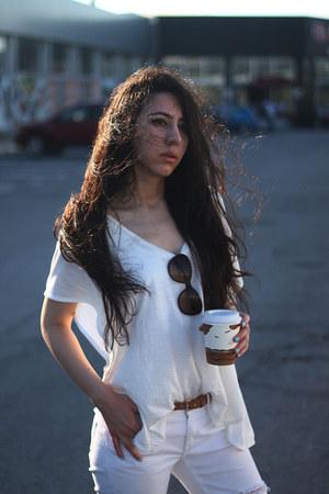 distressed Mango jeans - white Zara t-shirt