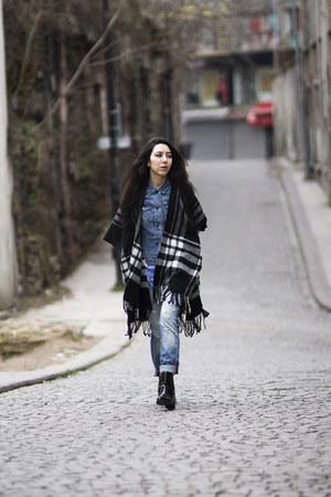 tartan H&M cape - boyfriend jeans Mango jeans - denim jacket Mango jacket
