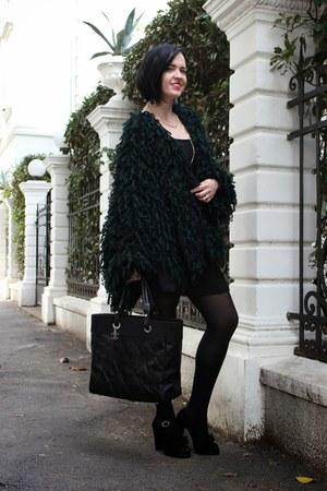 black Chanel bag - black Chie Mihara sandals - black H&M skirt