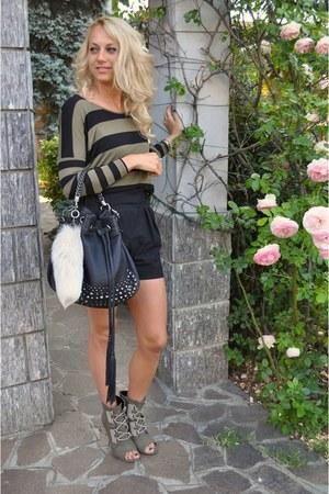 H&M shirt - Via Repubblica bag - Zara shorts