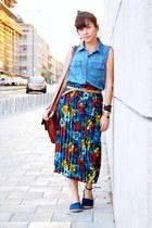 blue second hand skirt - sky blue Forever 21 shirt - crimson Zara bag