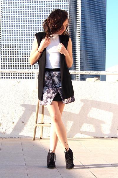 heather gray Zara skirt - black pull&bear boots - black Zara vest