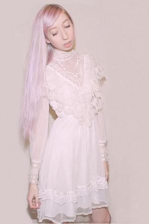 white vintage lace Gunne Sax dress
