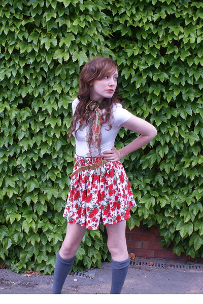 Camden Market skirt - Dressing Up Box belt - Dressing Up Box scarf