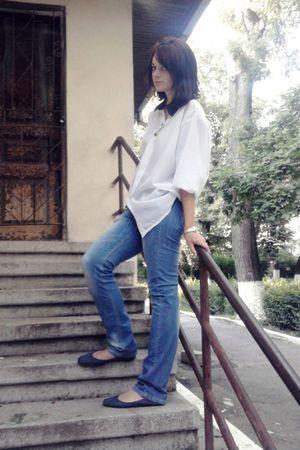 gold Stradivarius bracelet - blue noname jeans - blue noname shoes - white nonam