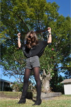 black Forever 21 shoes - heather gray abercrombie and fitch shorts - black Urban
