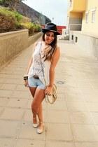 ivory Misako bag - black BLANCO hat - light blue Primark shorts