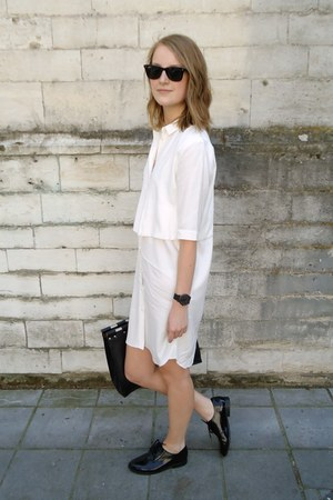 black patent leather Sacha shoes - white shirt dress & other stories dress