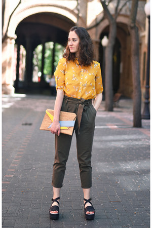 olive green carrot Stradivarius pants - aquamarine Georgina Skalidi bag
