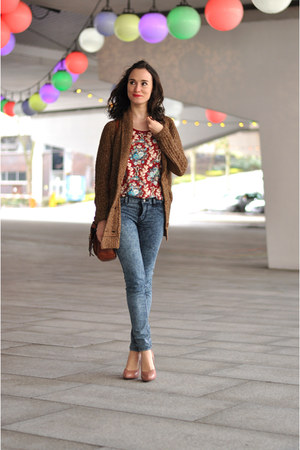 blue skinny Zara jeans - brown knit Zara cardigan