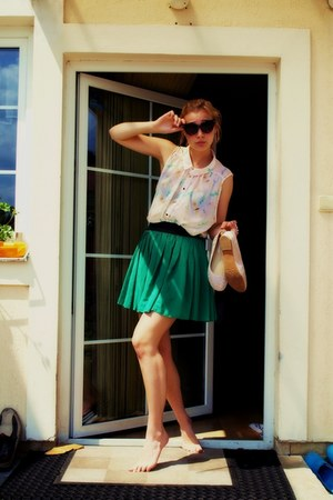white birds Atmosphere blouse - green skirt - nude flats Jennifer flats