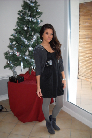 gray H&M cardigan - black H&M dress - black Zara belt - gray stockings - blue bo