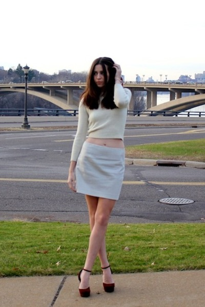 ivory wool cropped vintage sweater - light blue Theory skirt