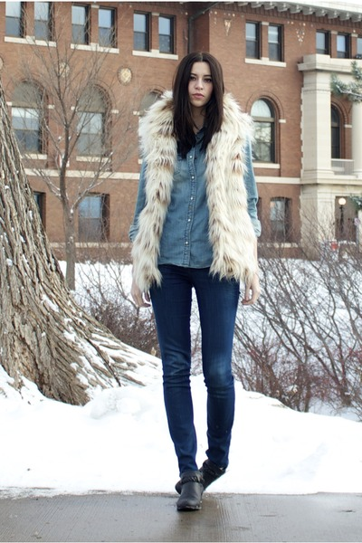 ivory faux fur carmel Steve Madden vest - black Forever 21 boots