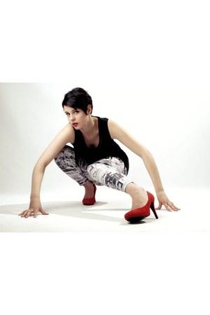 white Black Milk leggings - red red suede suzi shier pumps