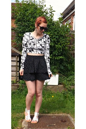 top - black leopard sunglasses - white sandals - silver cross earrings - skirt