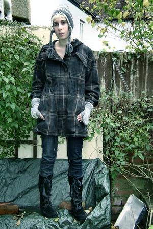 Accessorize hat - Accessorize gloves - Miss Selfridges boots - Newlook jeans - T