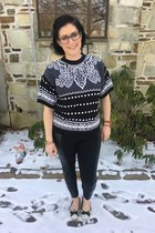black zenni glasses - black vintage sweater - black Old Navy leggings