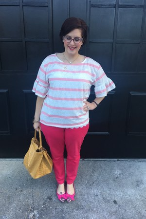 hot pink JustFab shoes - white Kendra Scott necklace
