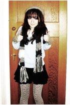 white tights - black tights - black H&M skirt - blue Newlook sweater - gray Prim