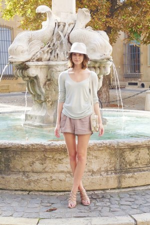 Kookai shorts - floppy Sisley hat - leather Zara bag - Kookai top - Zara sandals