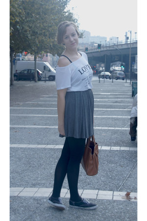 heather gray brandy melville skirt - camel vintage purse - black Keds sneakers