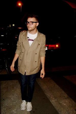 beige H&M jacket - white Zara t-shirt - Zara jeans - white Converse shoes - blac