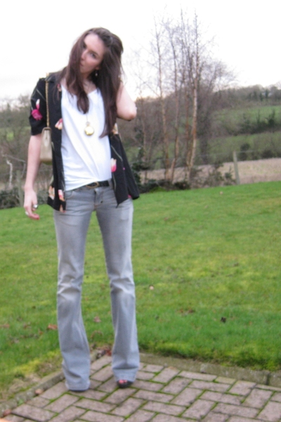 Primark t-shirt - thrifted blouse - Stradivarious jeans - Dorothy Perkins neckla