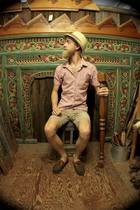Old Navy shirt - none hat - Levi shorts - Chaps shoes