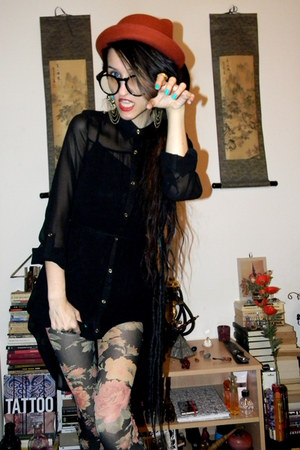 ring - dress - hat - leggings - glasses