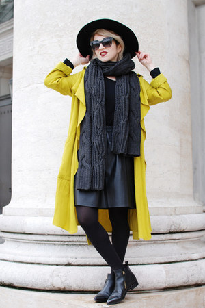 yellow trench Zara coat - black pointy Zign boots
