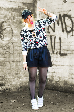 white mickey Primark sweatshirt - black fake leather Zara shorts