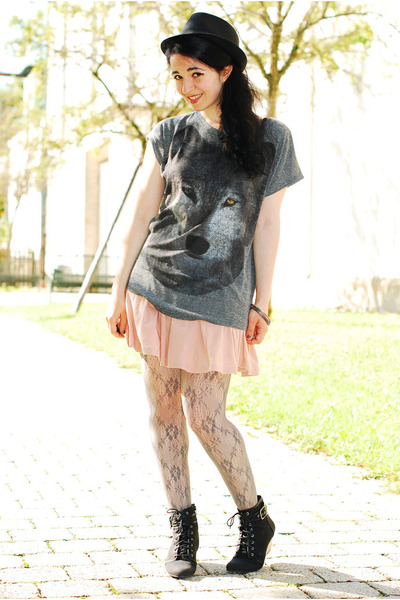 charcoal gray wolf print Zara t-shirt - black Pimkie hat - peach H&M skirt