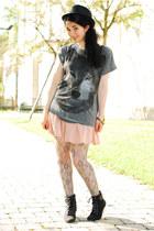 charcoal gray wolf print Zara t-shirt - black Pimkie hat - peach H&M skirt