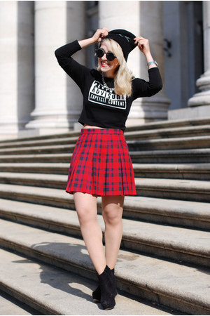 tartan preppy H&M skirt - black printed crop H&M top