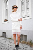 white oversized Zara sweatshirt - white mesh New Yorker skirt