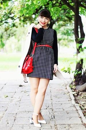 red romwe bag - black chess romwe dress - cream trench Stradivarius coat