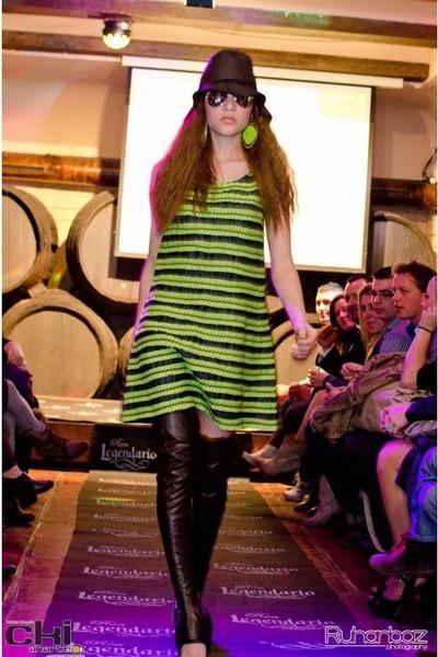 de los años 60 diseñadora lara dress