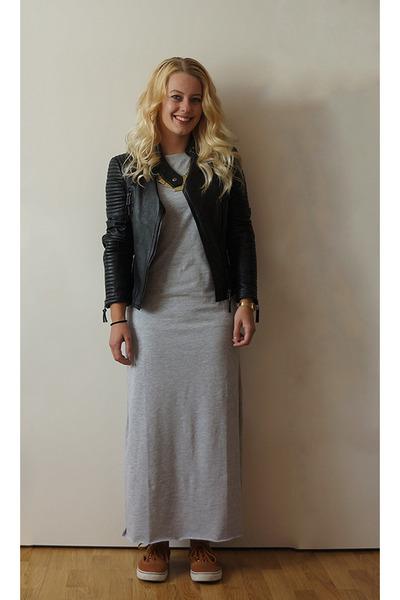 2712675bd88028 gray maxi Monki dress - black leather Zara jacket - tawny Vans sneakers