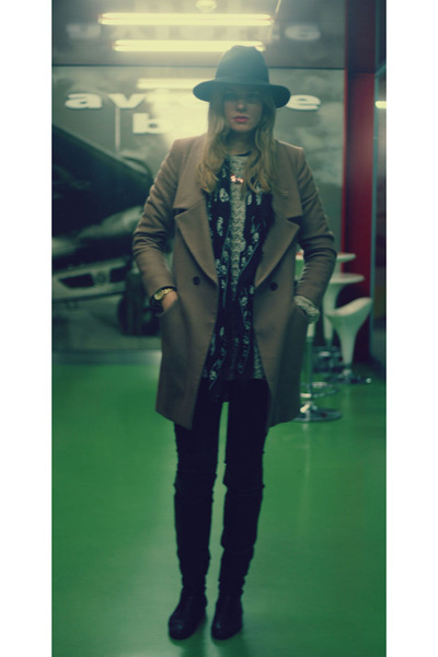 Oasis boots - Oasis coat - Helmut Lang jeans - Topshop hat