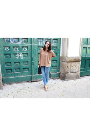 H&M sweater - H&M jeans - Deichmann sandals