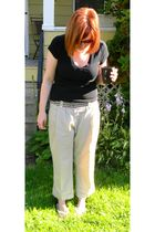 black Gap t-shirt - beige Gap pants - white Old Navy shoes - yellow American Eag