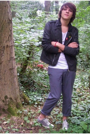 Chic in forest.