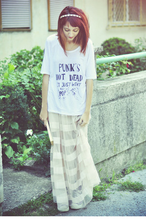 beige H&M skirt - off white TshirtFactory t-shirt - amethyst Converse sneakers